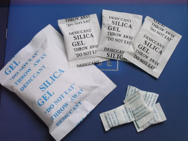 Silica_Gel_desiccant_for_packaging.jpg