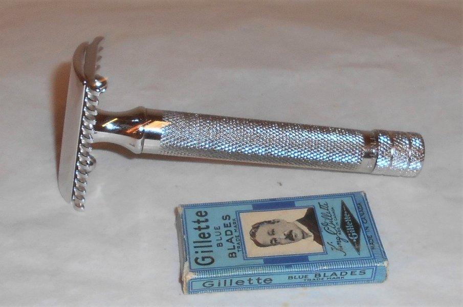 Gillette 1921 Big Fellow Razor W Blades Refurbished Replated Platinum 17–12 (3).JPG