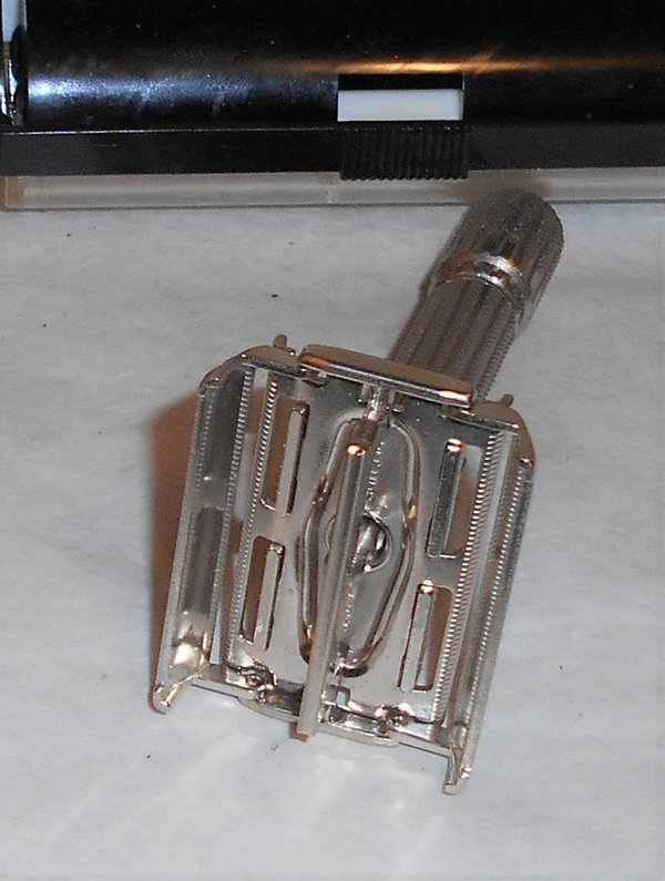 1959 Gillette Fat Boy Razor W Case Blades Refurbished Replated Bright Nickel E1 – XXX (44).JPG